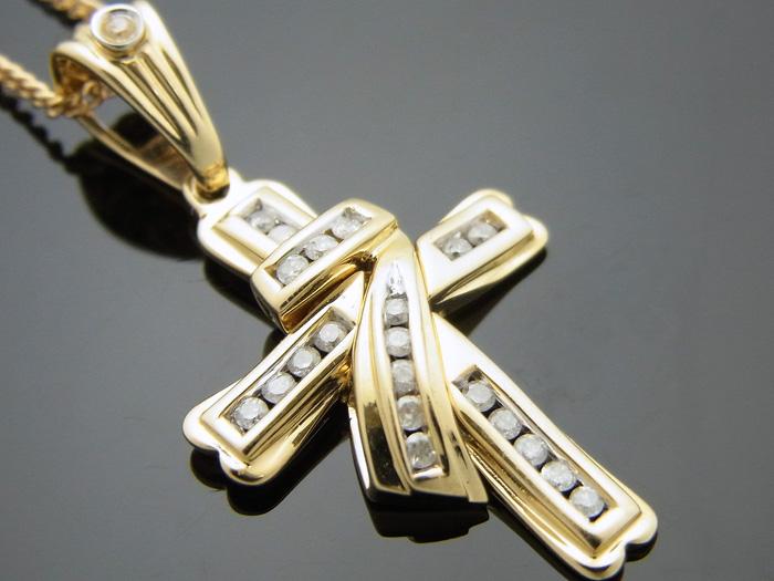 AQUAMASTERコレクション 14Kイエローゴールド ダイヤモンド0.21ct クロスペンダント18金チェーンセット