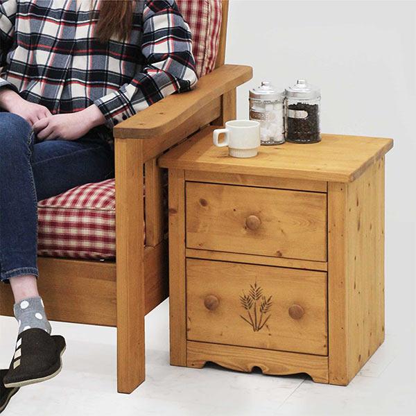 サイドテーブル ナイトテーブル カントリー調 ミニテーブル 棚 幅45cm 引出し スライドレール付き 木製 モダン ナチュラル おしゃれ 収納 パイン材 無垢材 天然木 カントリーテイスト オイル仕上げ おしゃれ モダン イギリス アメリカン 送料無料
