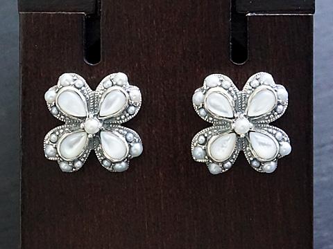 【Rokuzan/碌山】【四葉のクローバー】 Silver925/白蝶貝/シードパール アンティークデザイン/ピアス