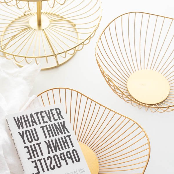 ヴィクトリアデザインはギフト用の食器やテーブルウェア 新色追加 雑貨の専門店です ゴールドフルーツバスケット かご ゴールド 収納 インテリア 売れ筋 波型 Instagram掲載商品 スクエア おしゃれ