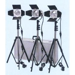 《新品》【送料無料、在庫あり!】LPL スタジオ&ロケーションライト トロピカルTL-500キット3 (L25733)