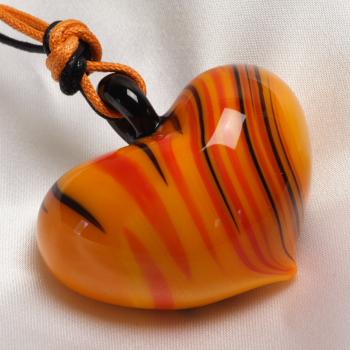 ベネチアングラス ネックレス タイガー ハート ベネチアングラス 職人の技をご堪能ください
