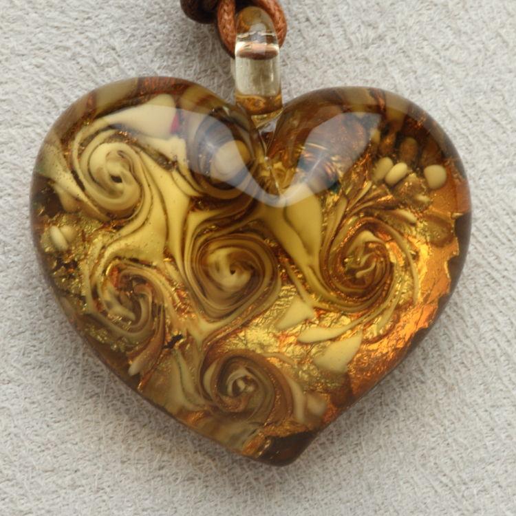 ベネチアングラス ネックレス 大きなぷっくりハート ゴールド&アンバー ベネチアングラス 職人の技をご堪能ください