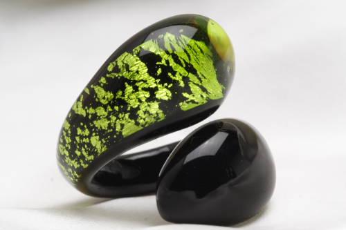 ベネチアンガラスの指輪 LACRIMA(しずく) リング グリーン ベネチアングラス 職人の技をご堪能ください