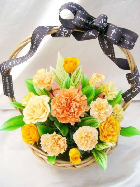 オレンジ色のバラとカーネのグラデーション元気いっぱいビタミンカラーのバスケットアレンジ プリザーブドフラワー [PW]
