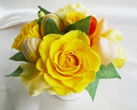 プリザーブドフラワーとは 美しく枯れない生花 購買 花職人さんの手組 イースター PW 黄色のバラのアレンジ プリザーブドフラワー 送料無料新品