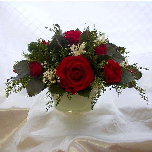 白磁の花器のオーバル赤いバラのアレンジプリザーブドフラワー[PW]