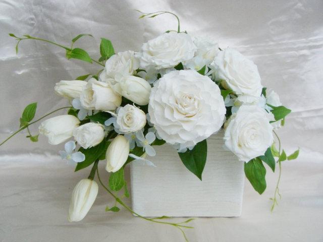 ブーケブラン  BuquetBlanc 清楚で可憐そしてゴージャスな白いチューリップとバラのアレンジ プリザーブドフラワー[PW]