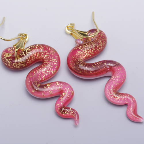 ベネチアングラス ピアス スネーク ピンク セクシー、妖艶を演出するなら、やっぱり蛇 ベネチアングラス 職人の技をご堪能ください