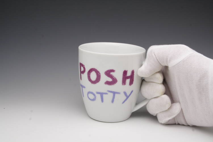 """在給杰米·奥利弗(Jamie Oliver)chikimagumagukappu Cheeky Mug朋友的禮物""""POSH TOTTY"""""""