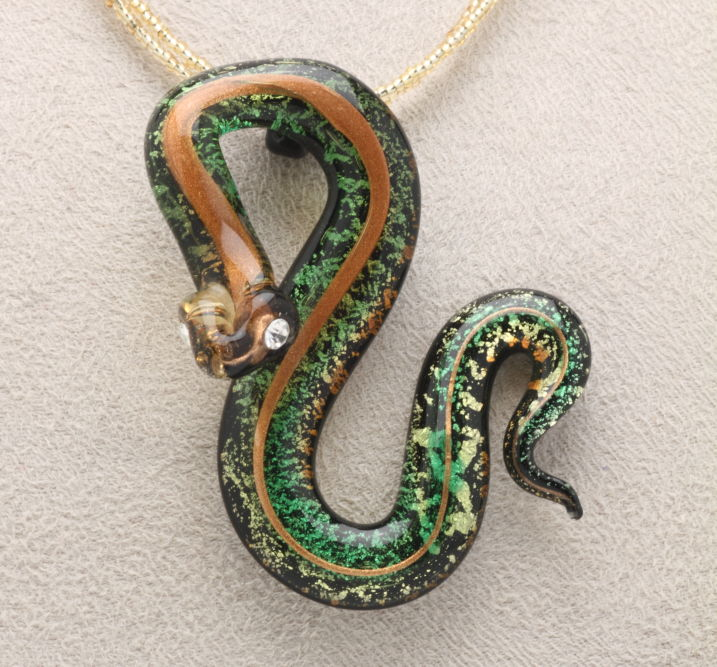 送料無料 ベネチアンガラス 高品質 ネックレス スネーク 日本産 蛇 プレゼント 目にはスワロフスキー おしゃれ ベネチアングラス