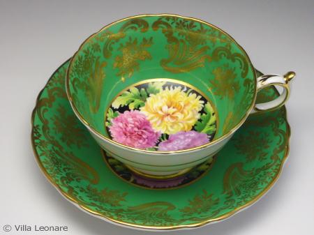 【パラゴン】豪華金彩&グリーン 美しい菊 カップ&ソーサー