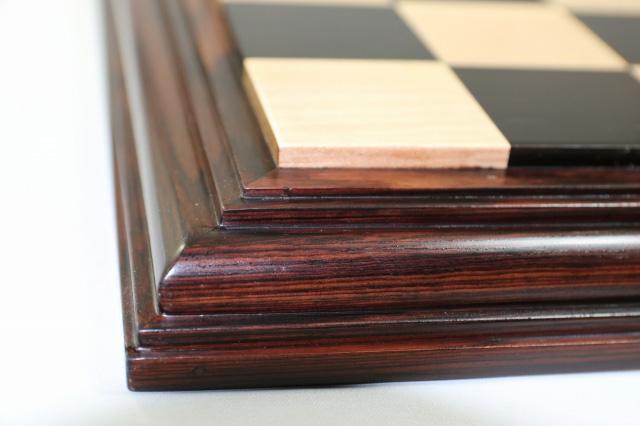 ハンドメイド高級 チェス・ボード(盤) ♪台座モデル 黒檀・柘植・紫檀(ローズウッド)♪  21インチ