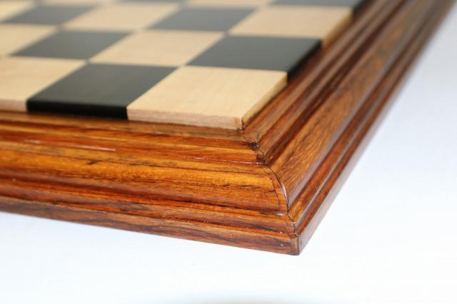ハンドメイド高級 チェス・ボード(盤) ♪台座モデル 黒檀・柘植・紫檀♪  21インチ