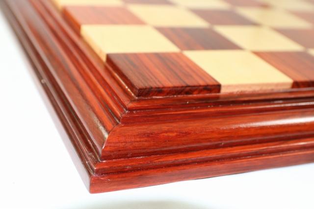 ハンドメイド高級 チェス・ボード(盤) ♪台座モデル 柘植・インド紫檀♪  21インチ