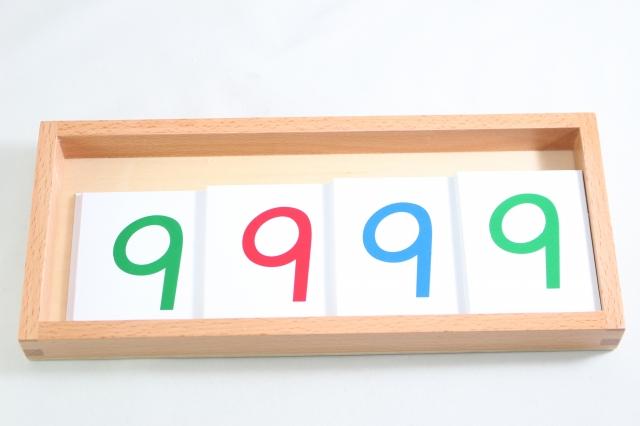 モンテッソーリ 数字カード1-9000 大 プラスチック製 豊富な品 木箱入り Montessori Number Plastic Large Cards 1-9000 セール品