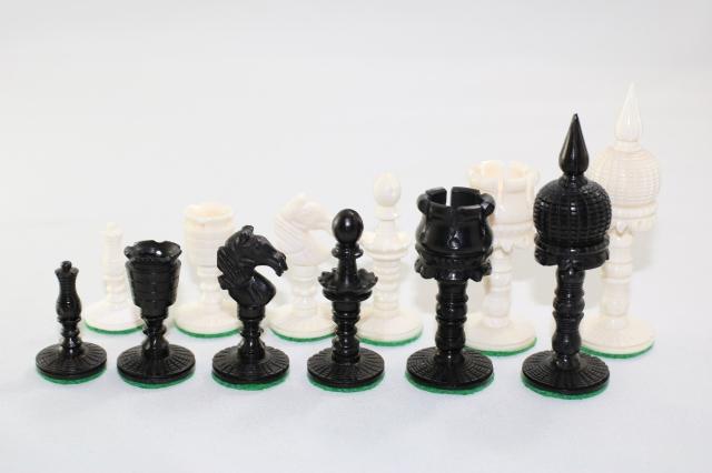 ハンドメイド高級 チェス駒セット ♪タージ・モデル、ボーン(骨)♪  キング3.75インチ
