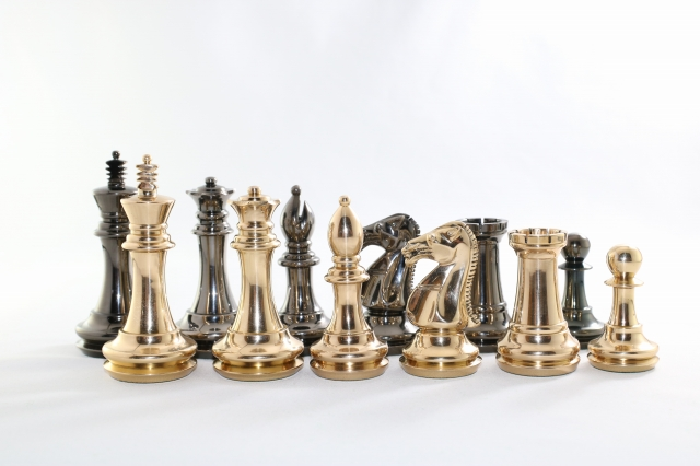 ハンドメイド高級 チェス駒セット ♪スタントン・ナイト、メタル(真鍮製)♪  キング4インチ