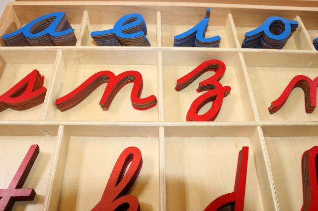 モンテッソーリ 切り抜きアルファベット 筆記体 ブルー&レッド ♪大、箱付き♪ Montessori Movable Alphabet Lowercase 知育玩具