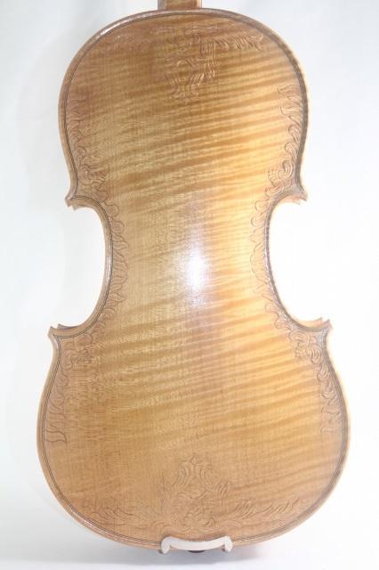 白ユリの紋章バイオリン ♪ワンピースバック♪ 装飾スクロール 4/4 Fleur De Lys ストラディバリ・モデル ♪ナチュラル白色♪