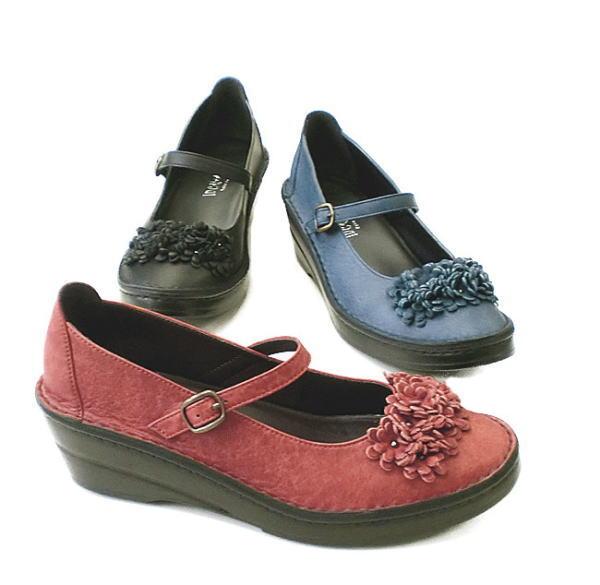 甲ベルトのフラットコンフォートパンプス In Cholje インコルジェ 足に優しい靴 フラワーモチーフ フラットパンプス 婦人靴 靴 送料無料 日本製 レディース お買い得品 販売 3236