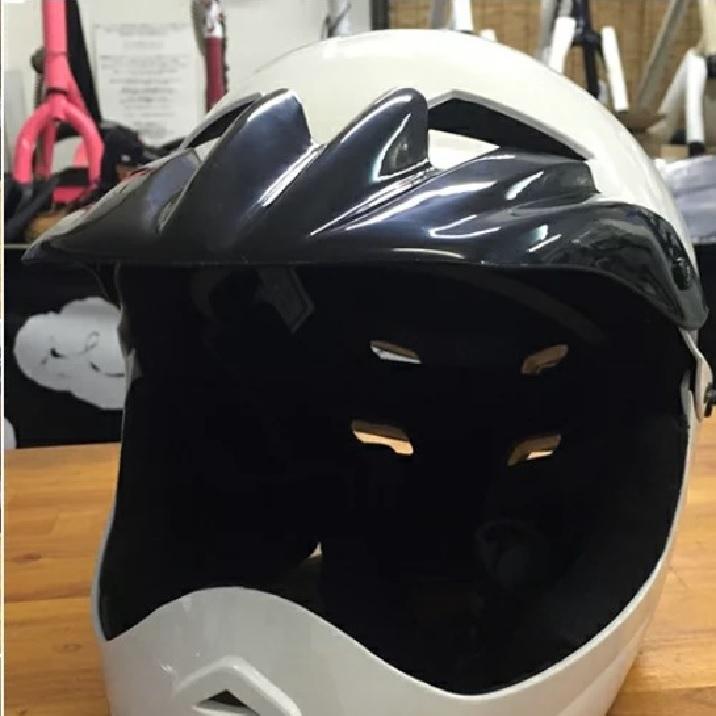 ヘルメット キッズ ジュニア 子供 プロテクター フルフェイス BMXヘルメット 保護具 トルーパー Trooper ストライダー アジャスター付き サイズ調整可能 チンガード バイク BMX 白 ホワイト white かっこいい ストリート