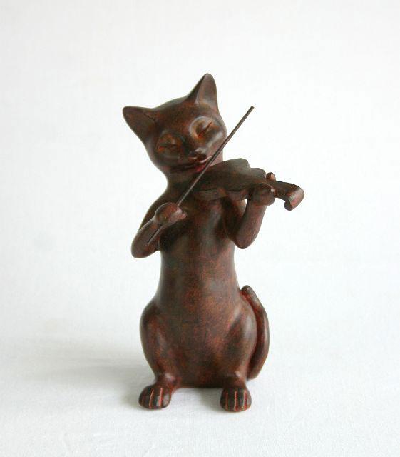 楽器シリーズで揃えて オーケストラにしても素敵 猫置物 バイオリン 買い取り 楽器 オーケストラ 猫雑貨 置き物 ネコグッズ 猫グッズ ねこグッズ アンティーク風 インテリア雑貨 結婚祝い Rust 贈り物 ギフト 人気商品 ショッピング Cat 誕生日プレゼント かわいい 飾り