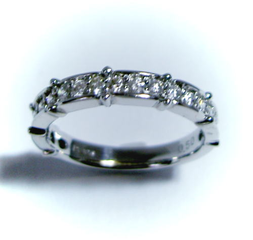 プラチナ ダイヤモンド0.5ct ハーフエタニティ リング♪