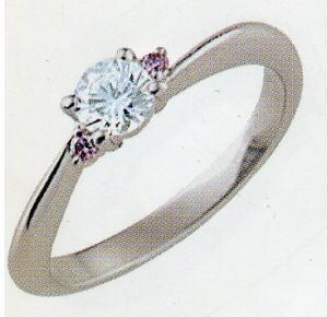 PT900プラチナ(少しヒネリの入った)リング空枠(シチズン)(ピンクダイヤ付き)160-70107(4本爪 0.25ct.用)(中心のダイヤは別売り)