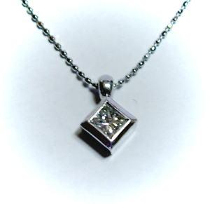 K18ホワイトゴールドダイヤモンド0.22ctプリンセス ペンダント♪