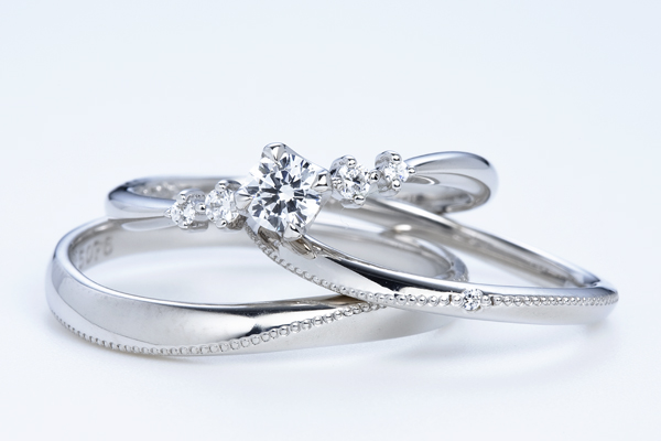 0.5ct.ダイヤモンド婚約指輪(エンゲージリング)/結婚指輪(マリッジリング)3本セットPRF022-05(スターチス)【当店のオリジナル製品】