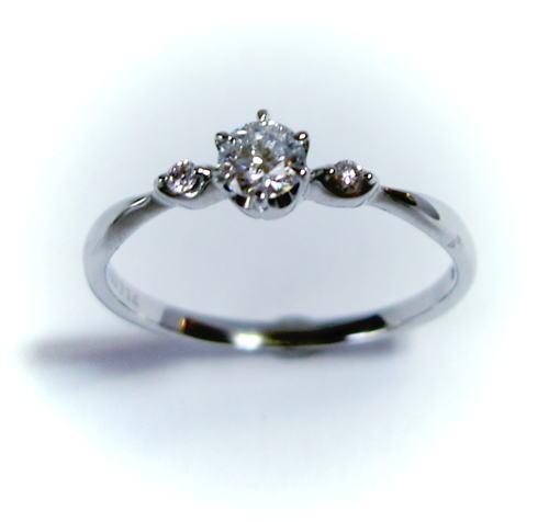 プラチナ ダイヤモンド0.185ct E-VS2-3EX(HC) リング(ピンクダイヤ入り)♪