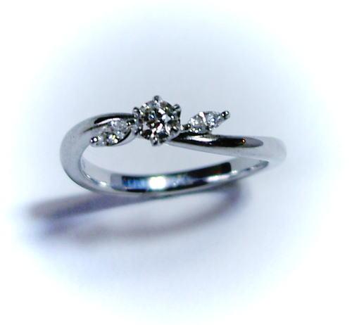 【NINA RICCI ニナリッチ】プラチナ ダイヤモンド0.15ct E-VS2-Good EX♪