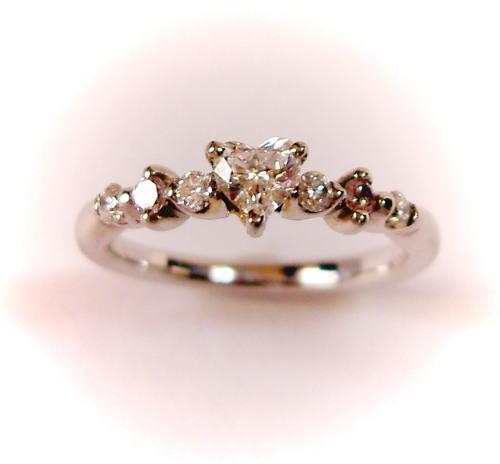 プラチナ ハート型ダイヤモンド0.216ct F-SI2-HS リング(ピンクダイヤ入り)♪