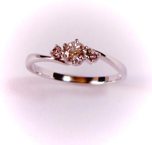 プラチナ ダイヤモンド0.188ct E-VS2-3EX(HC) リング(ピンクダイヤ入り)♪