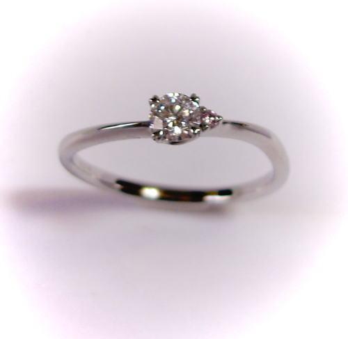 プラチナ ダイヤモンド0.210ct F-SI1-EX リング(ピンクダイヤ入り)♪