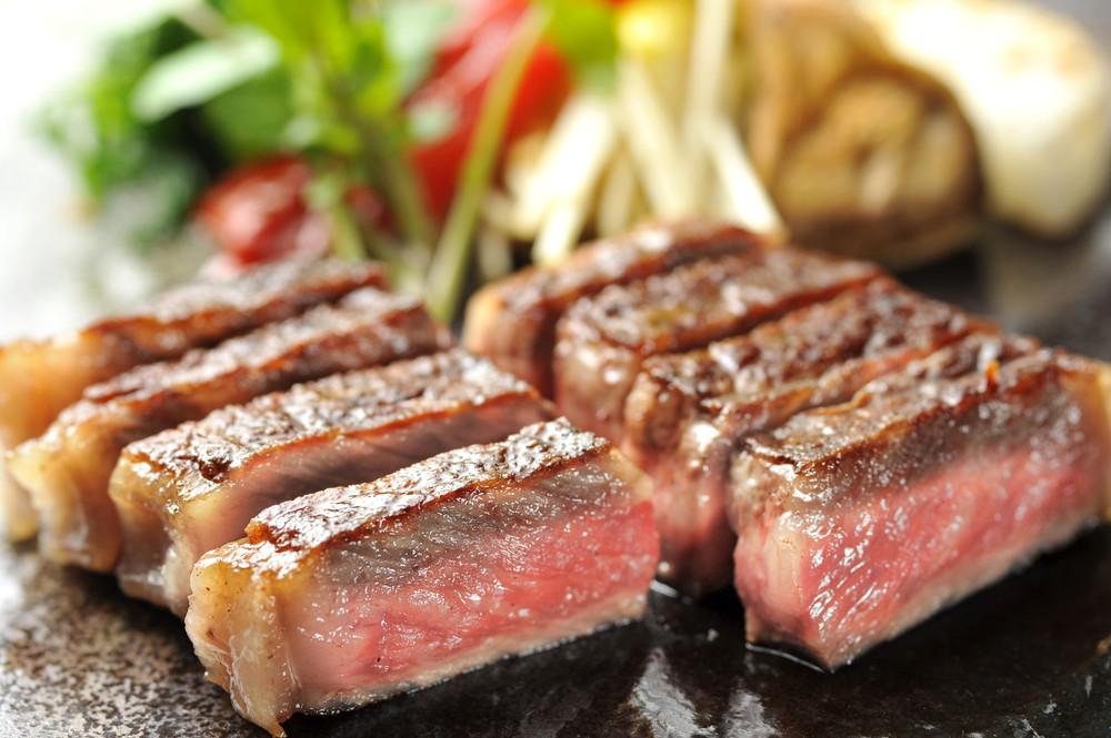 米沢牛サーロインステーキ【送料無料】 / 米沢牛 サーロインステーキ ステーキ ステーキ肉 サーロイン 肉 お取り寄せ 通販 お土産 お祝い /