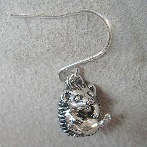 はりねずみピアス ハリネズミ 耳飾り フック シルバーアクセサリー 動物モチーフ SILVER925 女性 男性 プレゼント ギフト対応