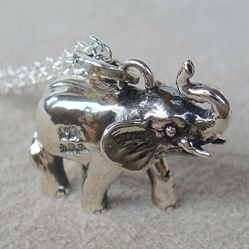 子ぞうペンダント(ゾウネックレス) 象 首飾り シルバーアクセサリー 動物モチーフ SILVER925 女性 男性 プレゼント ギフト対応