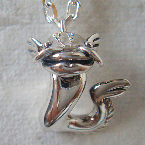 なまずペンダント(ナマズネックレス) 動物モチーフ 首飾り シルバーアクセサリー SILVER925 女性 男性 プレゼント ギフト対応