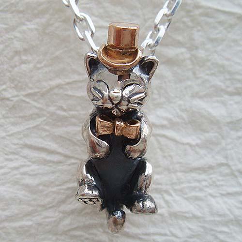 仔猫の紳士ペンダント(ねこネックレス) 送料無料 ネコ 動物モチーフ 首飾り 18金 K18ピンクゴールド シルバーアクセサリー SILVER925 女性 男性 プレゼント ギフト対応
