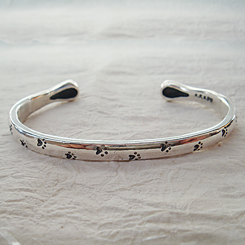 肉球バングル 犬 いぬ イヌ ねこ ネコ 猫 ブレスレット 腕輪 送料無料 シルバーアクセサリー SILVER925 女性 男性 プレゼント ギフト対応