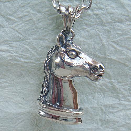 馬(ナイト)ペンダント(うまネックレス) チェスの駒 動物モチーフ 十二支 干支 午 首飾り シルバーアクセサリー SILVER925 女性 男性 プレゼント ギフト対応