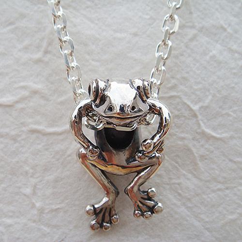 蛙ペンダント'零八(カエルネックレス) かえる 動物モチーフ 首飾り シルバーアクセサリー SILVER925 女性 男性 プレゼント ギフト対応