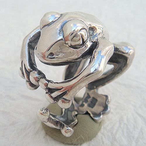 蛙リング(カエルリング) かえる シルバーアクセサリー 指輪 指環 動物モチーフ SILVER925 女性 男性 プレゼント ギフト対応