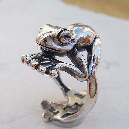お座りカエルリング かえる 蛙 シルバーアクセサリー 指輪 指環 動物モチーフ SILVER925 女性 男性 プレゼント ギフト対応