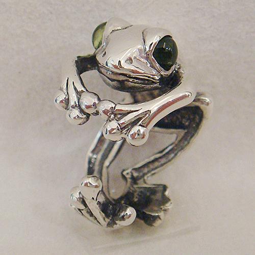 カエルリング(ペリドット)かえる 蛙 送料無料 指輪 指環 シルバーアクセサリー 天然石 8月誕生石 SILVER925 女性 男性 プレゼント ギフト対応