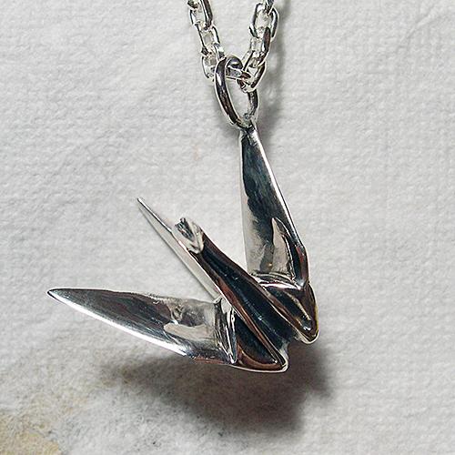 折鶴ペンダント(おりづるネックレス) 和風モチーフ 折り紙 首飾り シルバーアクセサリー SILVER925 女性 男性 プレゼント ギフト対応