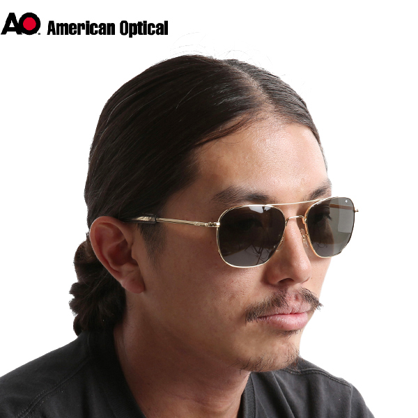 American Optical American optical pilot sunglasses 57 mm gold that does not  change from this eternal standard design.