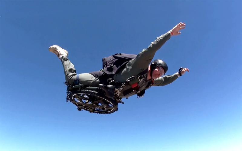 蒙塔古蒙塔古傘兵傘兵 26 寸 24 速山地自行車山地車折疊自行車軍用摩托車美國海軍陸戰隊傘兵部署全尺寸折疊自行車 10p13ec14